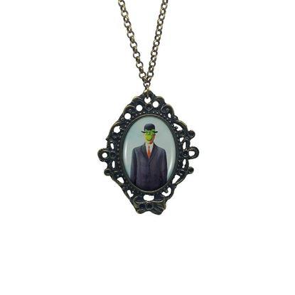 Magritte - İnsanoğlu - Kolye resmi