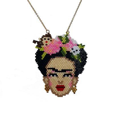 Frida - Maymunlu, Pembe Çiçekli Portre Tasarım - Miyuki Kolye